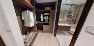 JadeScape condominium showflat four-bedroom walk-in closet