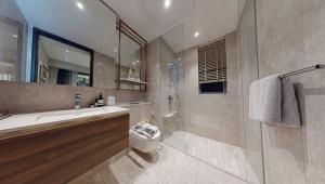 JadeScape condominium showflat three-bedroom master bathroom